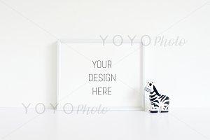 Mockup Frame Landscape 8x10in White