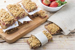 Healthy snack (strawberry and oats)