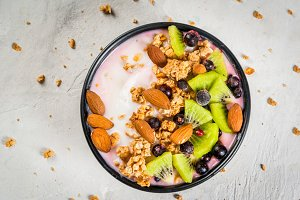 Smoothie bowl with fruit & nuts