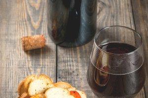Italian brusquette crackers & wine