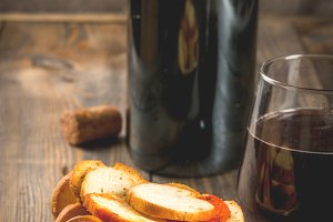 Italian brusquette crackers and wine
