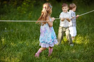 children pulling the rope outdoors