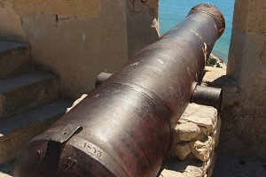 An old cannon on the ramparts.