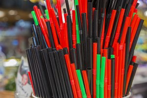 straws of different colors