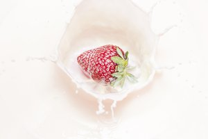 strawberry splashing drops