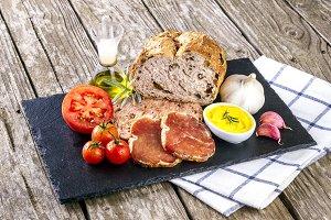 "Catalan snack ""pa amb tomata"" & ham"