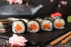 Maki rolls with salmon and cheese