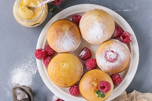 Lemon cakes with raspberries