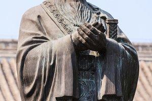 Bronze statue of Confucius in traditional pose