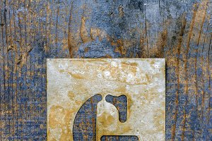 Metallic typography: letter G