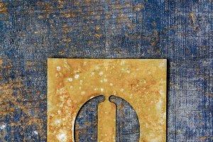 Metallic typography: letter Q