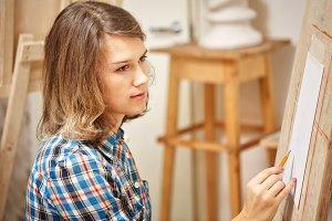 Artist makes a sketch