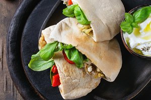 Pita bread sandwiches with vegetables