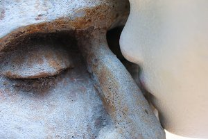 Two Sculptures Kiss Background
