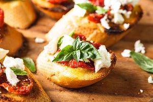 Bruschetta with sundried tomatoes