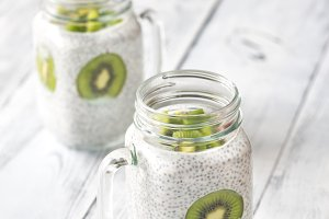 Chia seed puddings with kiwifruit