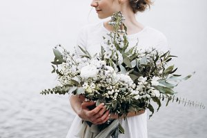Beautiful bride with wedding flowers