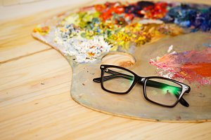 Glasses, wooden palette and oil