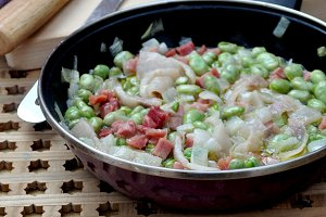 frying pan with broad beans