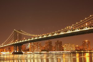 Night view on the Manhattan Bridge