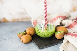 Organic drink with kiwi