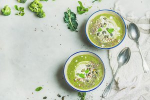 Broccoli cream soup with mint