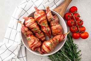 baked quail wrapped in bacon