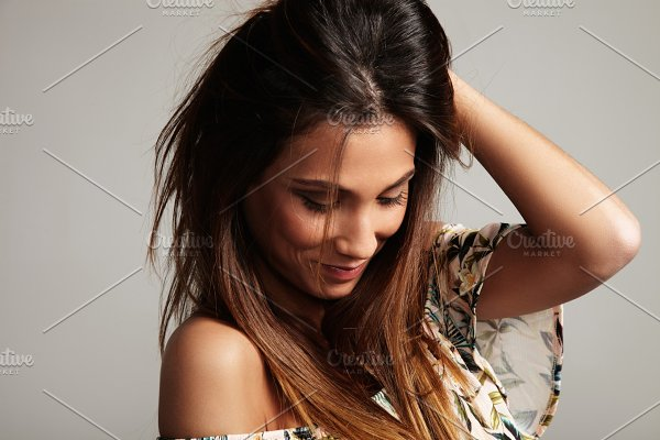 spanish woman with straight hair   High-Quality People