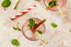 Lemonade with rhubarb, mint and lime