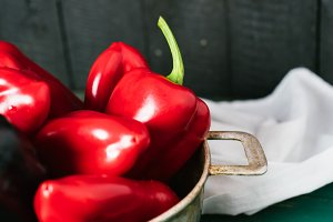 Sweet pepper in a round metal