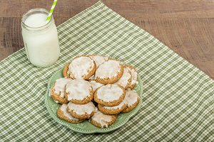 Baked cookies on green plate