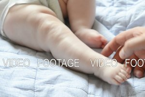 massage newborn baby