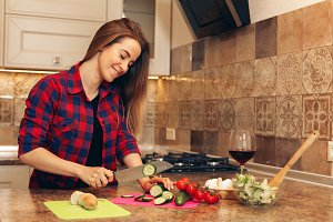 Healthy eating lifestyle concept with beautiful young woman