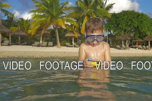 Kid bathing with waterproof camera