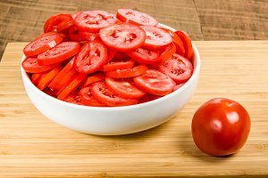 Red tomatoes sliced in a bowl