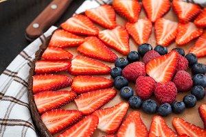 Chocolate tart with berries