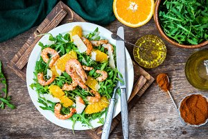 Arugula, prawns and orange salad