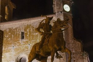 Pizarro statue at night in Trujillo
