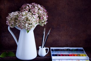 Painting hydrangea flowers