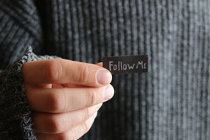 Follow me concept for social networks