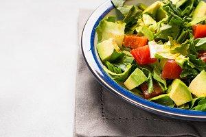 Healthy avocado spinach salad