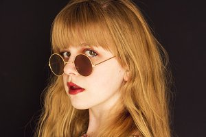 Blonde young woman with sunglasses