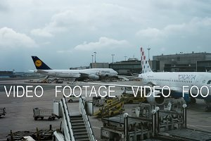 Timelapse of servicing airplanes in Frankfurt airport