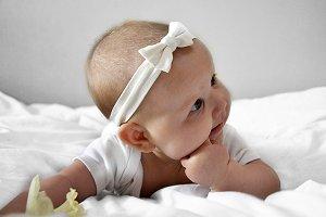 little baby find his teath