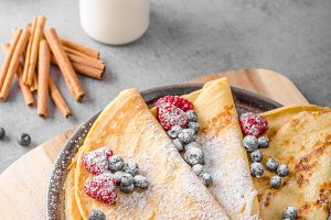 Cinnamon pancakes with blueberries