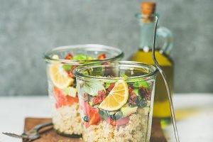 Salad with quionoa & avocado