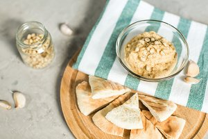 Healthy Homemade Hummus with pitta