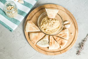 Healthy Homemade Hummus and pitta