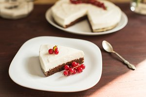 cheesecake with fresh red currants