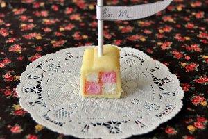 'Eat Me' Cake